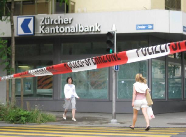 Schmiede Wiedikon Graffiti Anschlag Auf Ubs Filiale Und